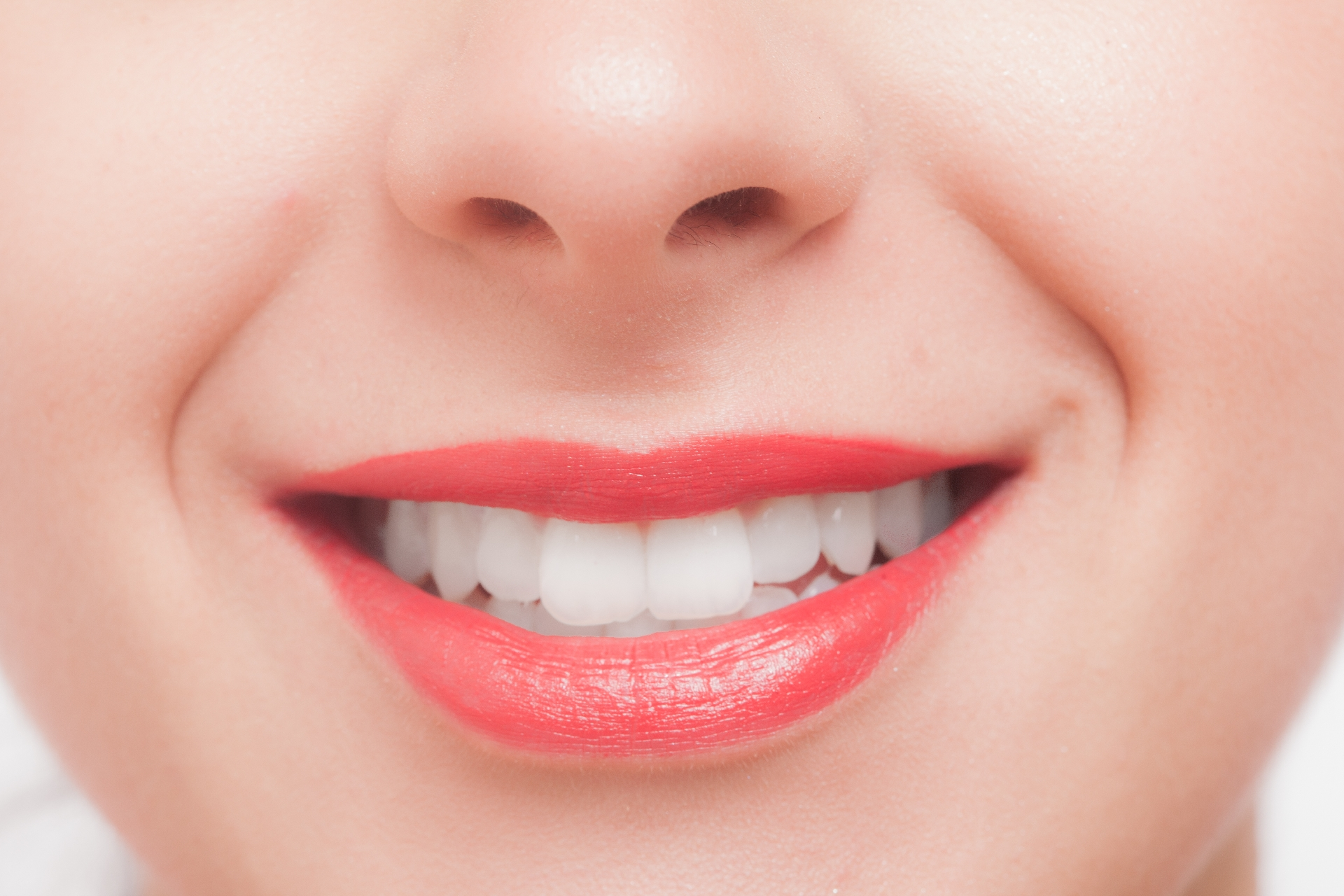 笑顔の女性の口元